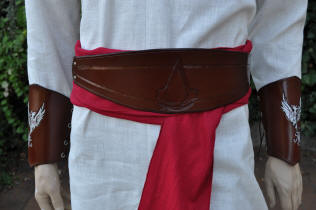 Large ceinture en cuir, motif logo assassin's creed